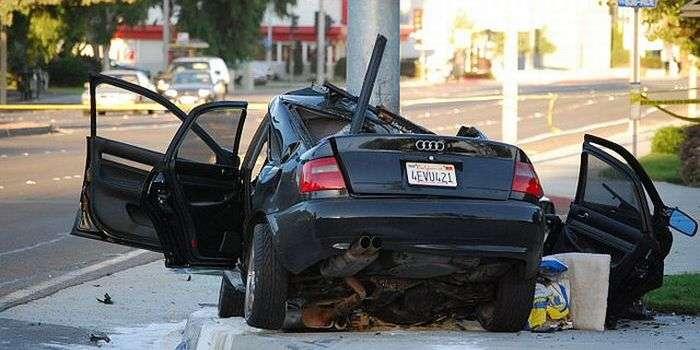 自動車事故には男女で差があると判明!「男は破壊型」「女は軽傷型」:保険会社調査