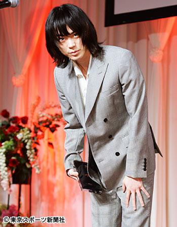 菅田将暉に菜々緒の質問NG…晴れの授賞式で