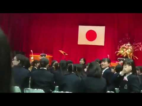 卒業式でサプライズゲストとしてGACKTさんが来ました!!!! - YouTube