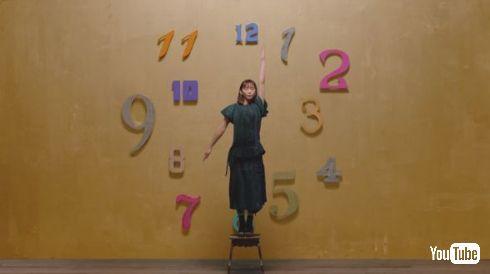 """ガッキー時計かわいすぎ! 新垣結衣、人生初の""""時計役""""が1分おきに目覚ましを掛けたいレベル"""
