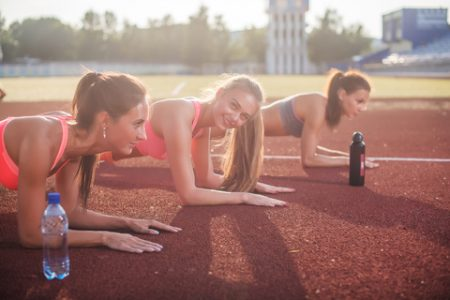 プランクのやり方と姿勢7つの間違いと対策方法|腹筋や体幹の筋トレ効果を出したいなら! | 筋トレぴろっきー《筋肉やトレーニング情報満載ブログ!》