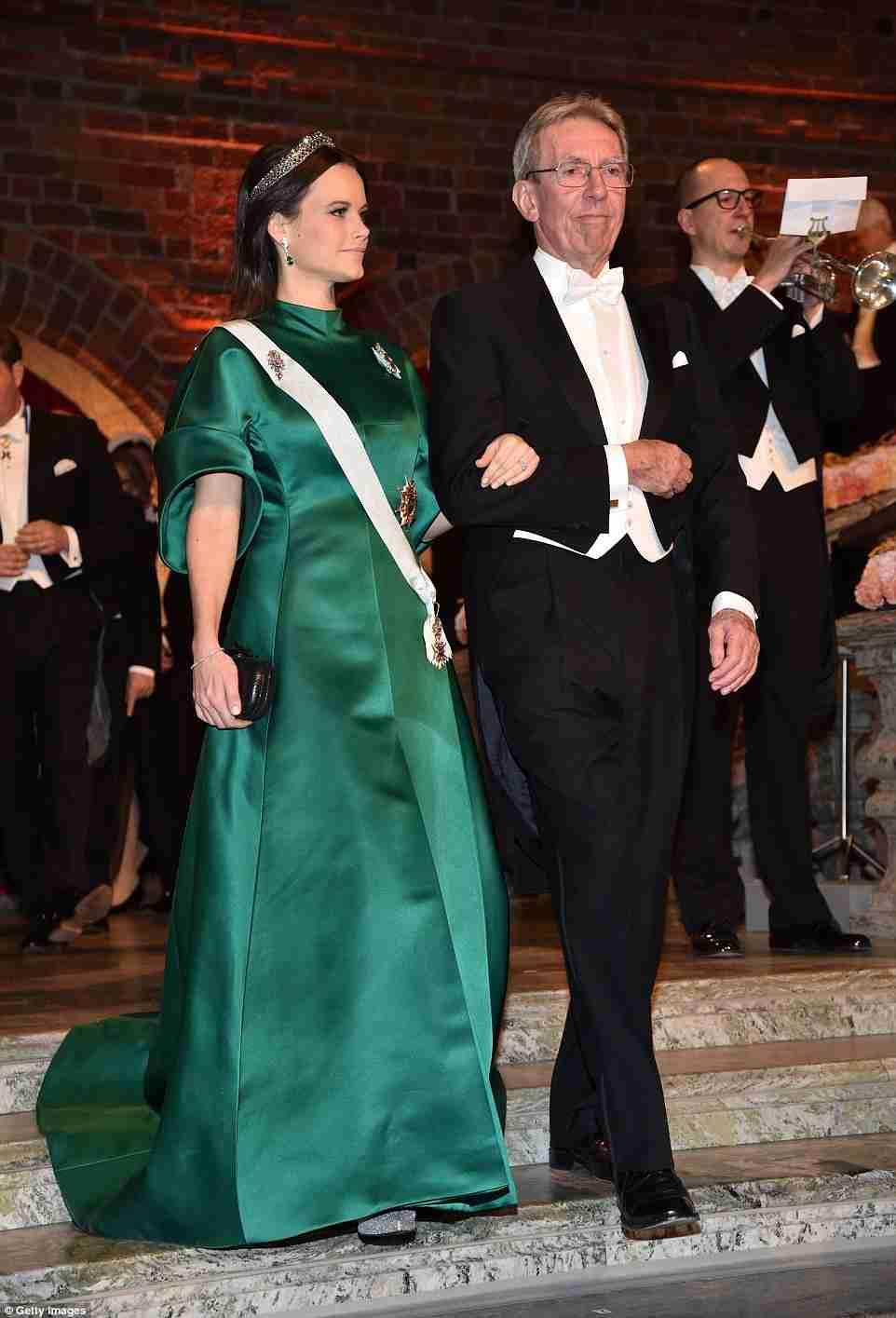 ヘンリー王子婚約者メーガン・マークル、トップレス映像流出か