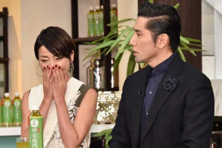 """本木雅弘""""妻""""宮沢りえに代わって結婚報告「ご祝福にお礼申し上げます」結婚発表後初の公の場 (スポニチアネックス) - Yahoo!ニュース"""