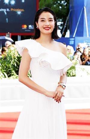 新垣結衣、広瀬すず!豪華女優が華麗なドレスで勢ぞろい 第41回日本アカデミー賞