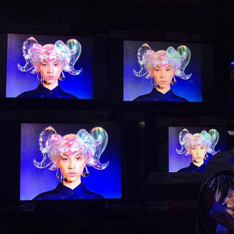 """水原希子、""""幻想的なヘアスタイル""""を公開し注目集まる「斬新」「キレイ」の声"""