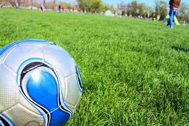 「ボールは友達!」サッカーボールで遊ぶフリしながら下半身露出 世田谷区 | ハザードラボ