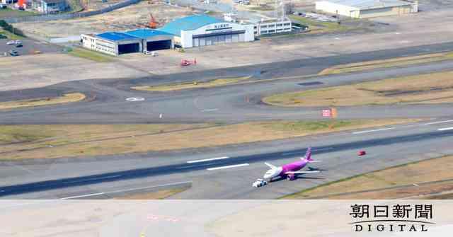 ピーチ機パンク、福岡空港の滑走路一時閉鎖 けが人なし:朝日新聞デジタル