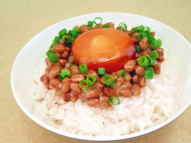 納豆と卵とごはん