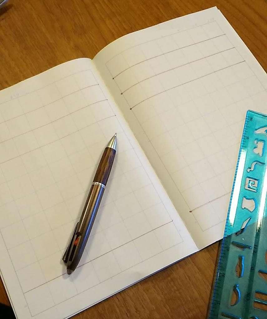 学校からの指示による「ノート1冊60ページすべてに線を引く」作業が苦行すぎる…保護者の悲鳴にネット騒然 - トゥギャッチ