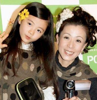 羽野晶紀、ブログで長男長女を公開 「家族みんな美男美女」と驚きの声