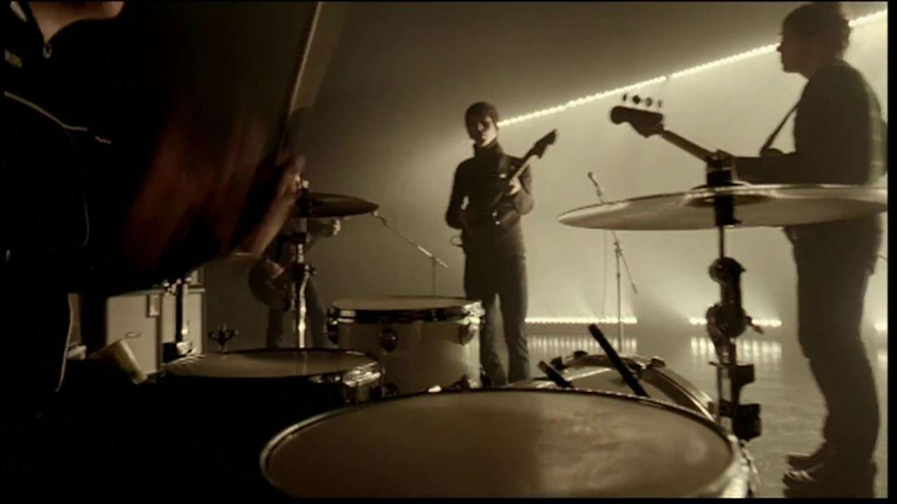 Arctic Monkeys - Brianstorm (Official Video) - YouTube