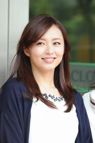 二宮和也と熱愛報道の伊藤綾子 元彼女と噂の佐々木希と私服が酷似 - ライブドアニュース