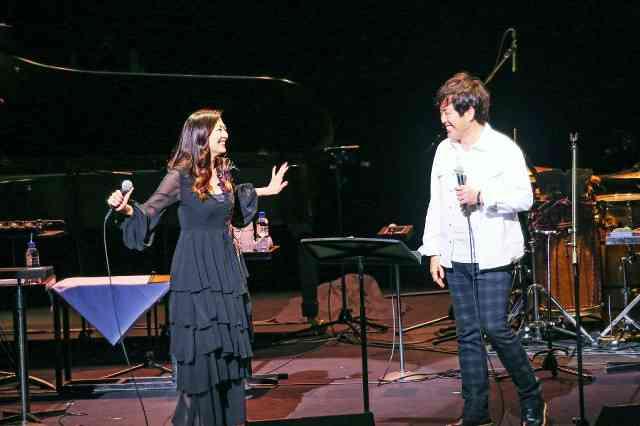 中山美穂が18年ぶりに観客の前で熱唱「拍手をおうちに持って帰りたい」