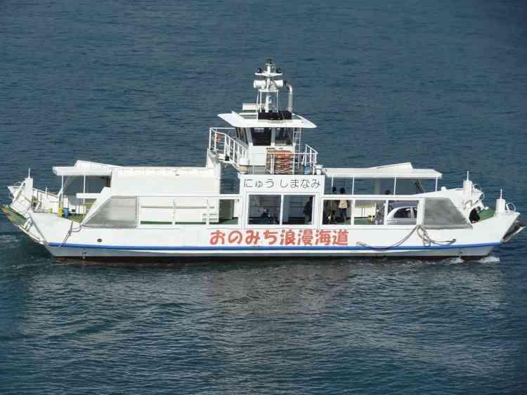 尾道から向島へは尾道渡船フェリーが便利!数分ごとに船が行き来してます - ふらっと