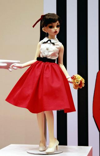 「1人2体まで」の人形すべて購入、転売目的か : 社会 : 読売新聞(YOMIURI ONLINE)