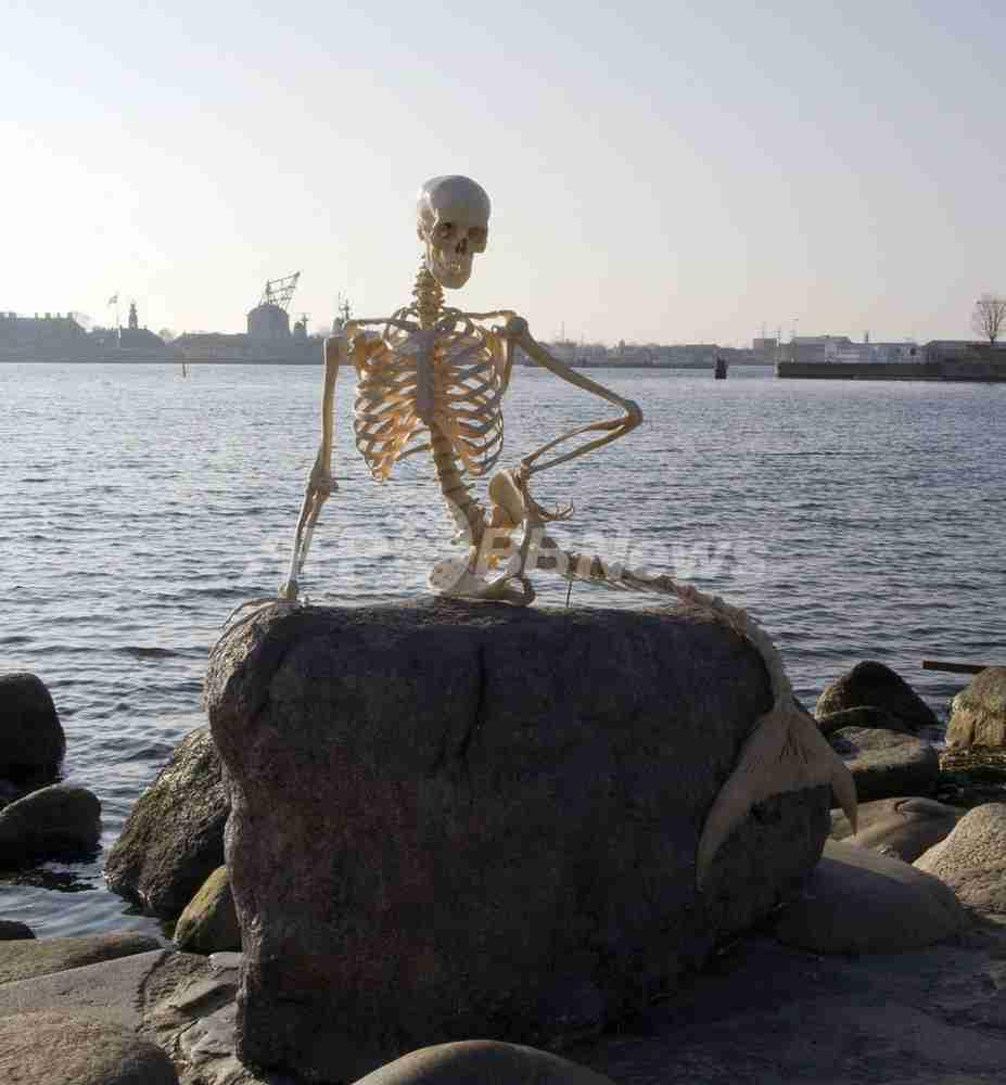 人魚姫の像が「骨」に、コペンハーゲン 写真2枚 国際ニュース:AFPBB News