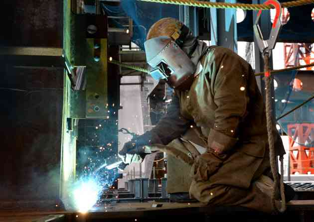 建設職人、年収1000万円超も 人手不足が企業揺さぶる  :日本経済新聞