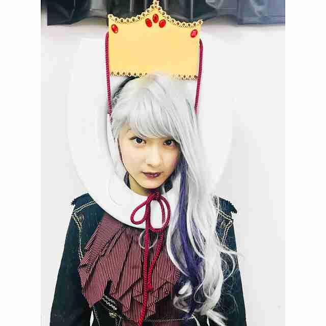 """「便器に頭を通す日が来るなんて」 平祐奈、衝撃の""""便器ファッション""""が未来のパリコレ感"""