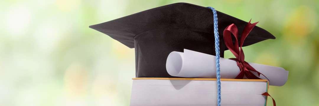 4割が借金300万円超え…「大学院に進んだら一生ビンボー暮らしです」