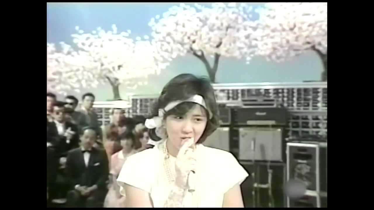 菊池桃子 卒業-GRADUATION- (1985) - YouTube