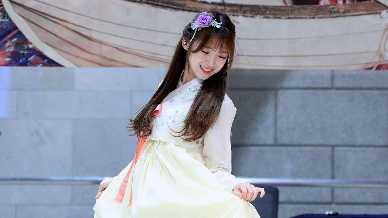[한복Ver] 오마이걸 - 비밀정원 (아린 직캠) Arin Focus (OH MY GIRL - Secret Garden) [롯데월드몰 팬사인회] 4K 직캠 by 비몽 - YouTube
