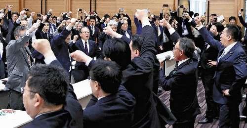 安倍内閣の退陣求めることで一致…野党6党