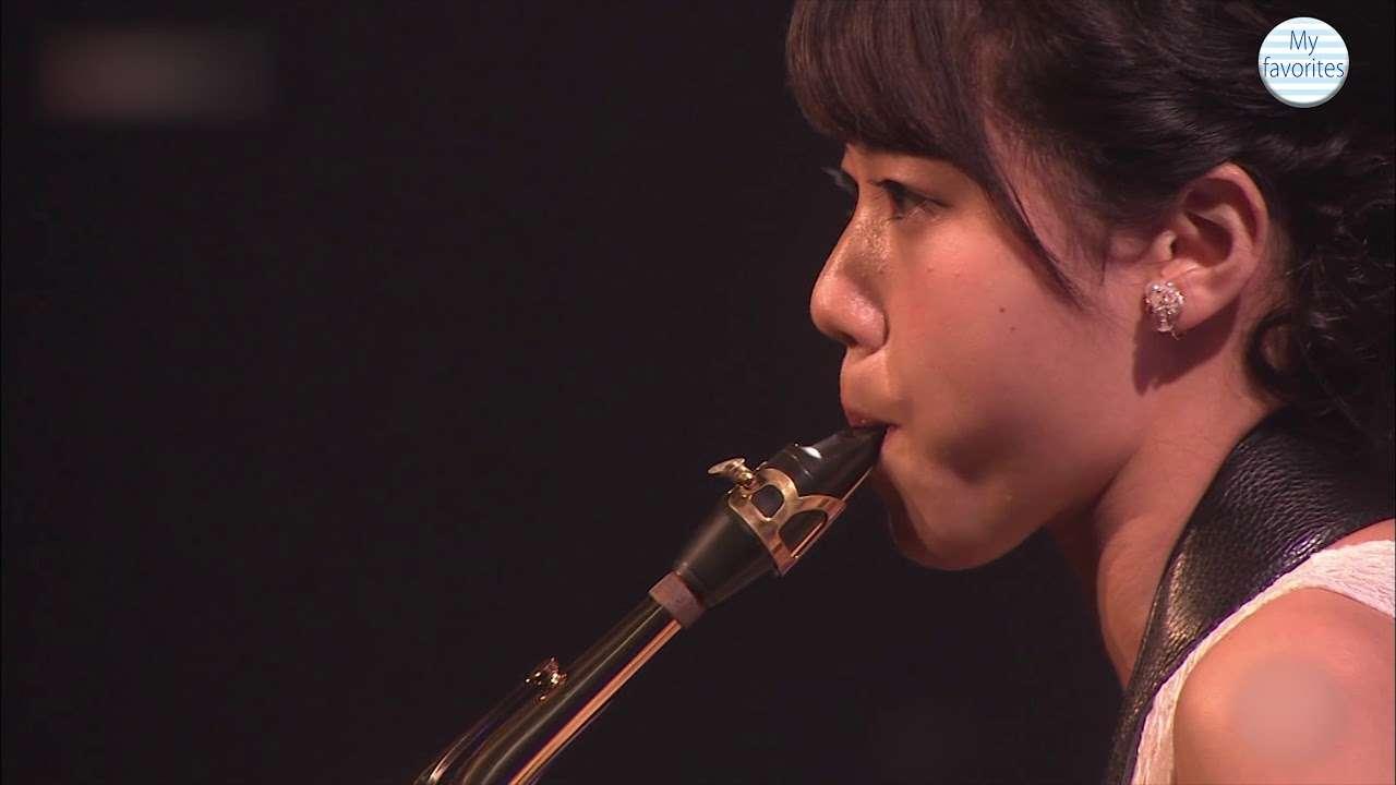STU48 瀧野由美子 サックス演奏 「僕らの音楽」オープニング・テーマ - YouTube