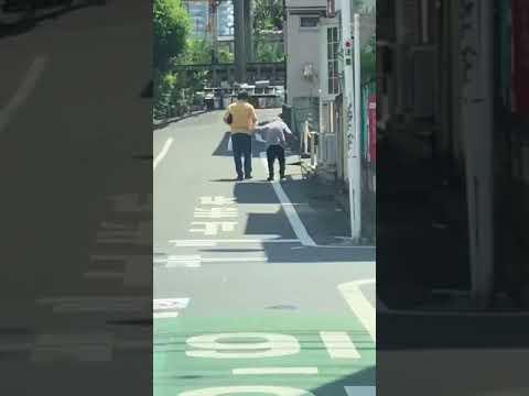 ヘルパーらしき者がおばあちゃんに暴力… - YouTube