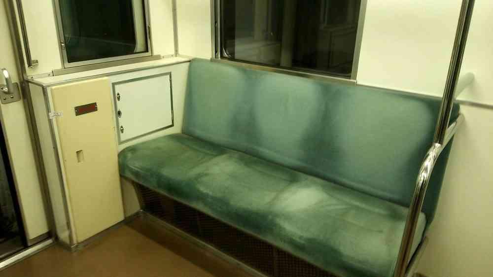 全文表示   電車の連結部で小学生が悪ふざけ 腕を挟んでラッシュ時の大江戸線遅れる : J-CASTニュース