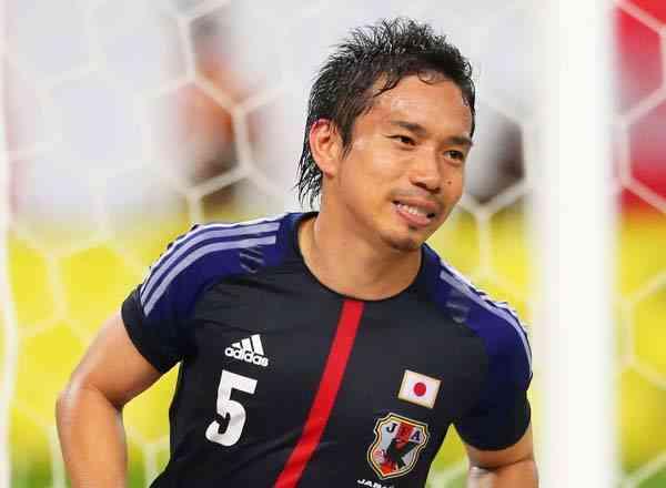 サッカー日本代表・長友佑都選手のちょっと変わったポジション確認の仕方をご覧ください