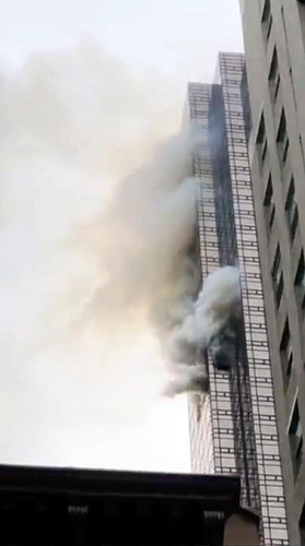 トランプタワーで火災、1人死亡 トランプ氏「よくできたビルで火は限定的」とツイート