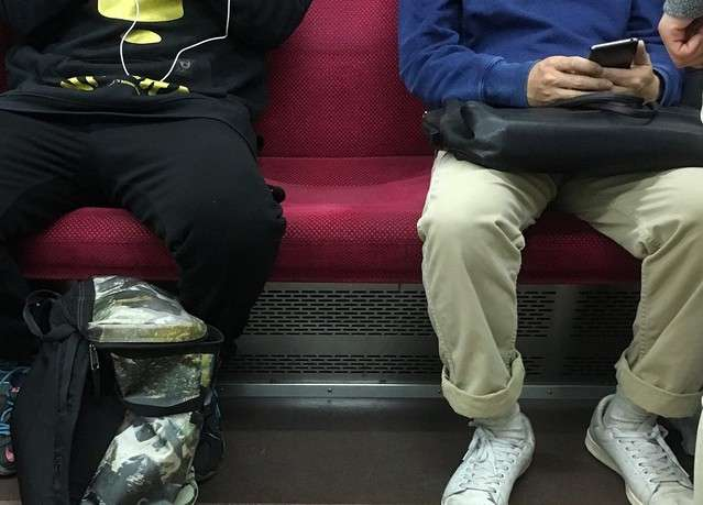 日本人は「1人分の席」を死守 衣服の裾は踏まれたほうが悪い? (2018年4月11日掲載) - ライブドアニュース