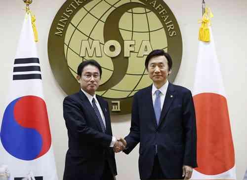 外務省ホームページ、韓国に関する表現修正 「最も重要な隣国」削除 - ライブドアニュース