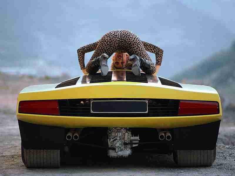 土俵の「女人禁制が伝統」問題 過去にはフェラーリを載せたことも