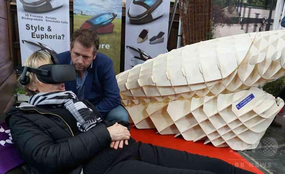 ボタンを押すだけで死ねる「自殺機器」オランダの見本市で話題に 写真5枚 国際ニュース:AFPBB News
