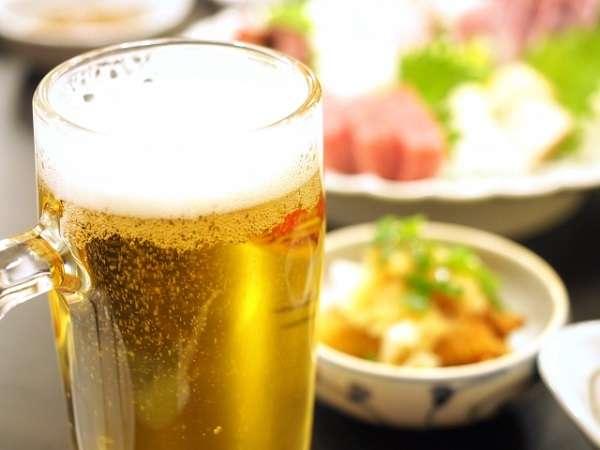 飲食店で「お酒はいりません。水で」は問題か? 「飲み物どうなさいますか?」がプレッシャーという投稿が話題 | キャリコネニュース