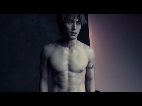 B'z 稲葉浩志 「 O.NO.RE」で魅せた完璧な肉体美、筋肉、タトゥー  スライドショー - YouTube