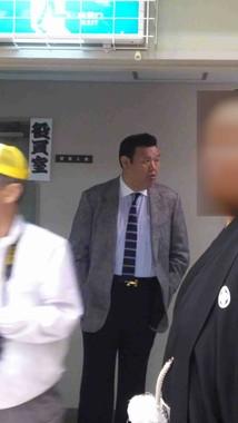 春日野巡業部長、ネットの会場奥で見守る部長らしき人物画像→自分だと認める