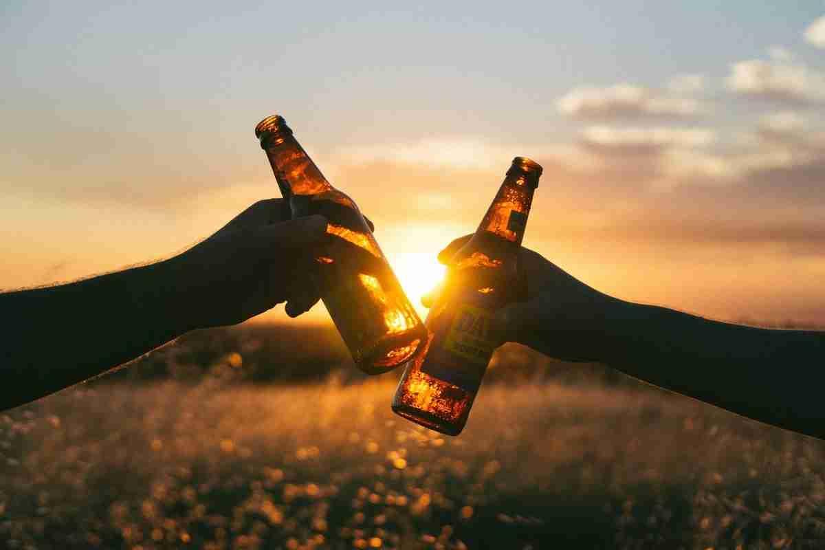 お酒を飲むと女性はエッチしたくなる!?|お酒と性欲の関係 | wellfy