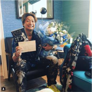 香取慎吾、「パワー頂きました…」憧れの人物からのサプライズに大感激(1ページ目) - デイリーニュースオンライン