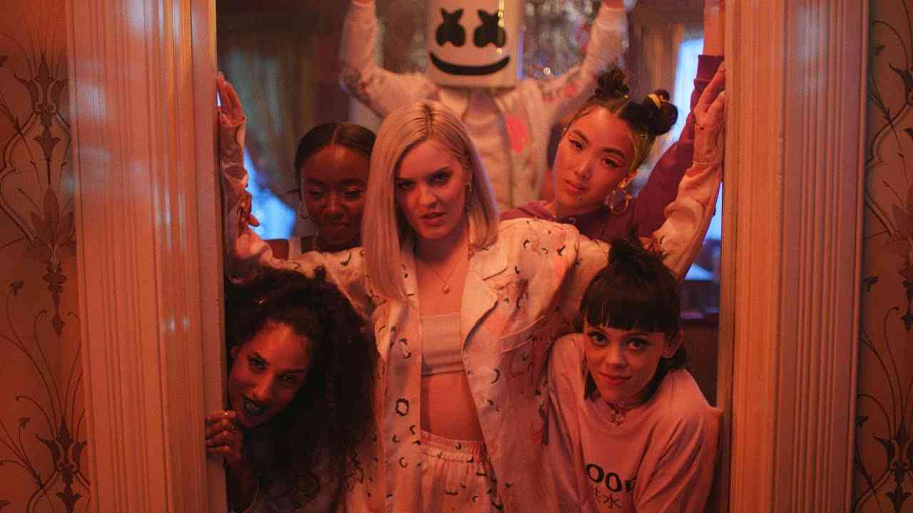 Marshmello & Anne-Marie - FRIENDS (Music Video) *OFFICIAL FRIENDZONE ANTHEM* - YouTube