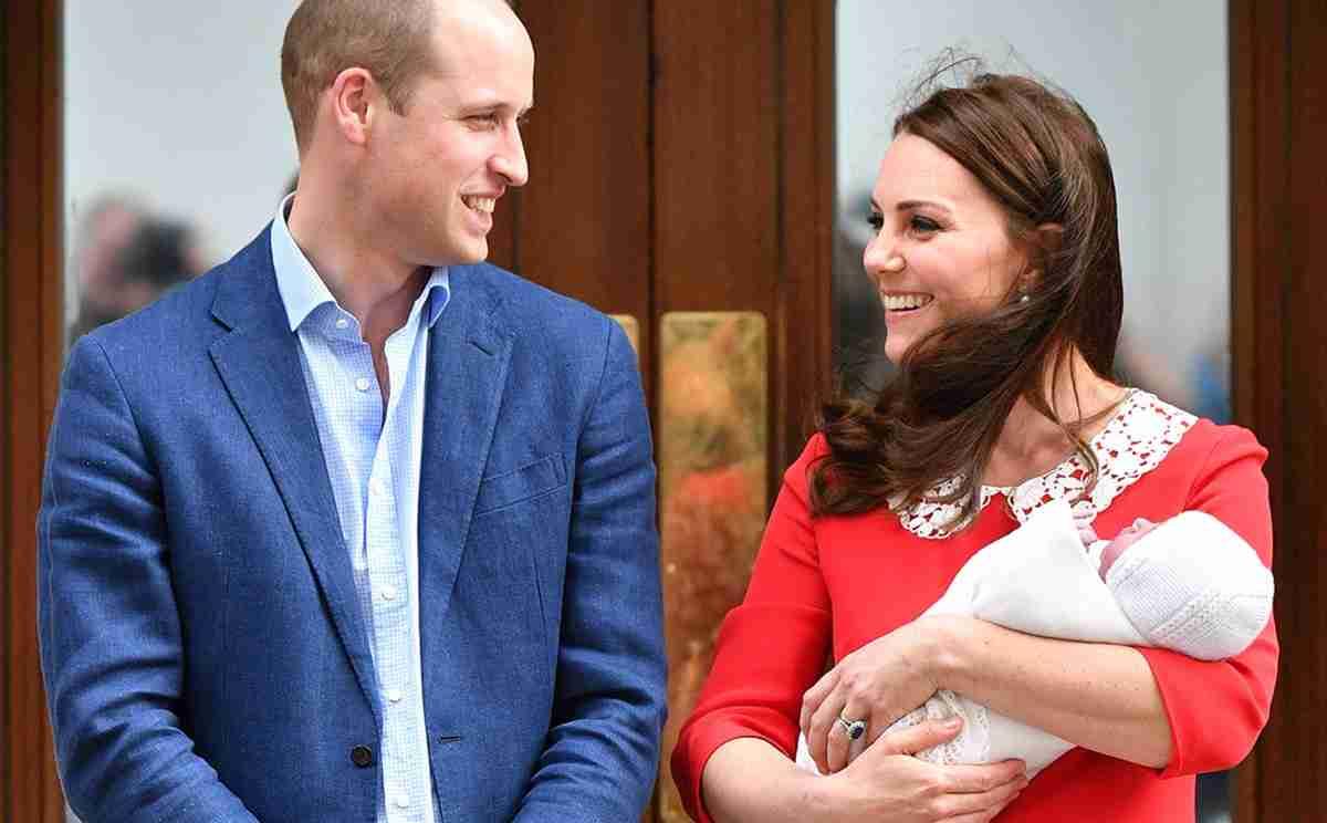 キャサリン妃、産まれたばかりの第三子と病院前へ。|ニュース(海外セレブ・ゴシップ)|VOGUE JAPAN