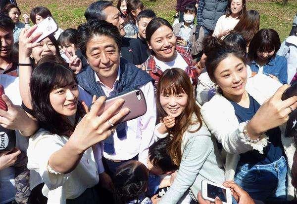 安倍晋三首相、桜を見ながら代々木公園へ「お花見気分味わった」 - 産経ニュース