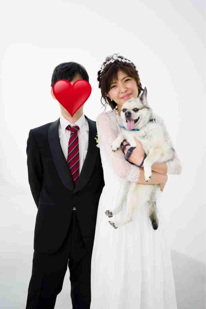 """宮地真緒、旦那様と愛犬との""""フォトウェディング""""公開「一生の記念になる家族写真」"""