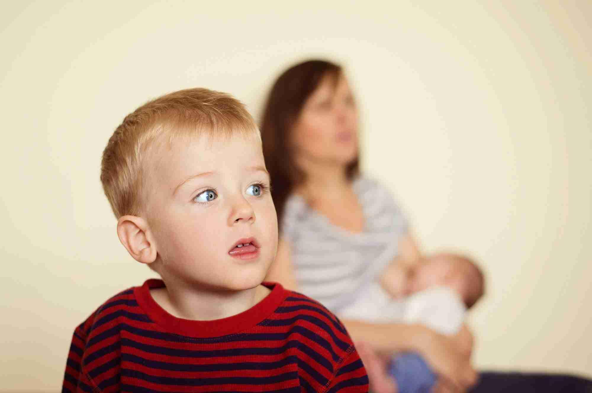 下の子がかわいすぎる…上の子に対して愛情が持てないと悩むママ達。