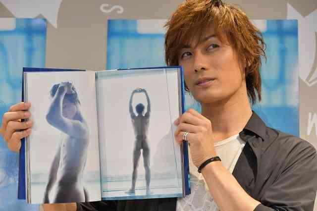 加藤和樹、写真集発売会見でお気に入りの全裸ショットを堂々披露!!
