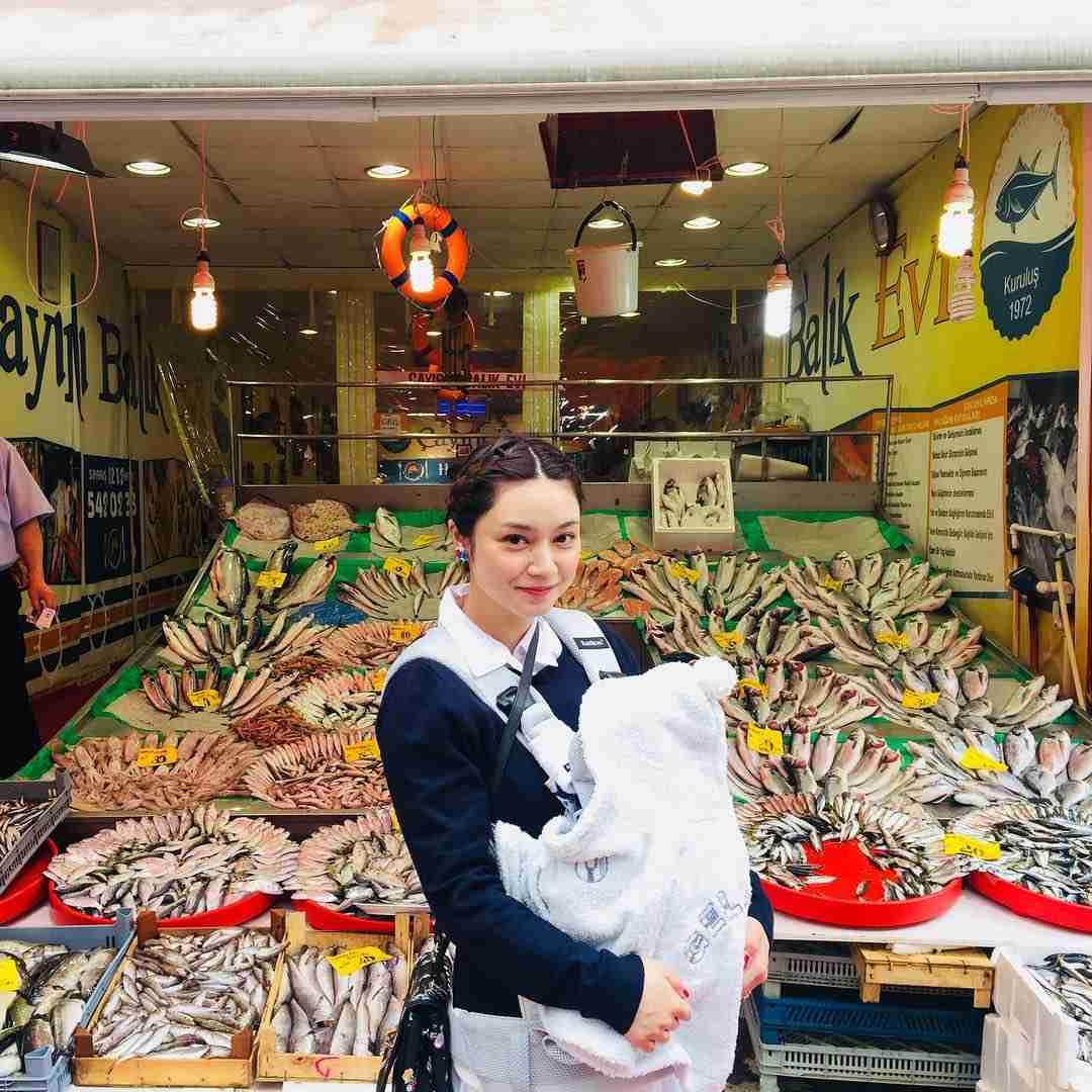 """平愛梨オフィシャル on Instagram: """"お母さんが帰っちゃった… 寂しいな… 一緒にお出かけしたり食事したりルーム内で脅かしあったりどれも楽しく幸せな時間だった。 この歳になって長く一緒に居させてもらえた環境に大きなありがとうを込めて♡…"""""""