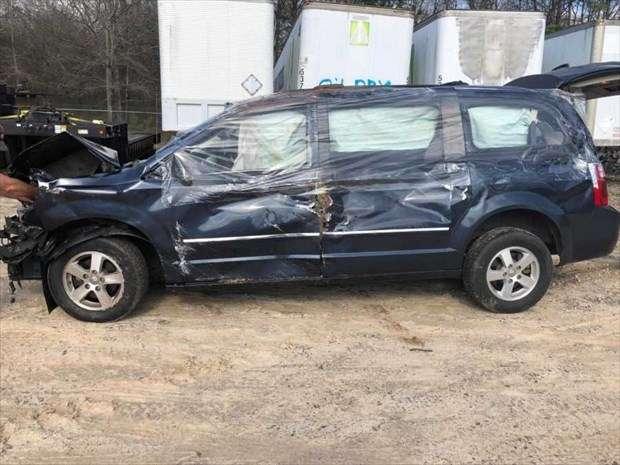 チャイルドシートに座らせた娘が、事故で「車外」まで飛び出した。理由を知って震える