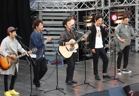元SMAP3人のレギュラー番組スタート ゆずと横浜港大さん橋でゲリラライブ