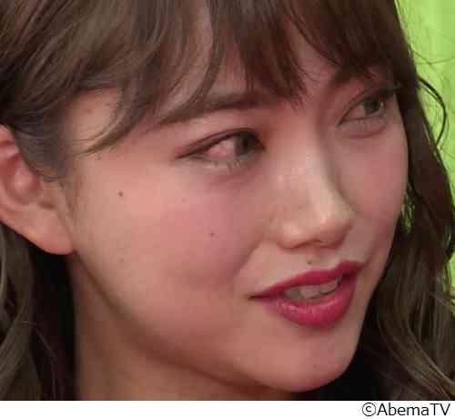 モデル愛菜が涙の告白「元カノの家に私を呼んでいた」